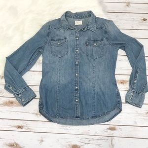 Levi's blue snap button chambray shirt size small